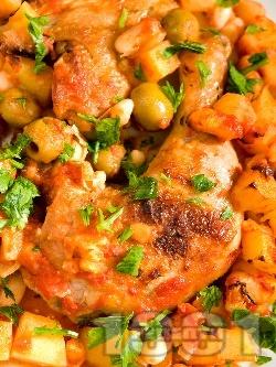 Печено пиле по провансалски с картофи, боб и маслини в йенско стъкло (тава) - снимка на рецептата